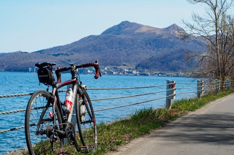 洞爺湖沿いをロードバイクでサイクリング