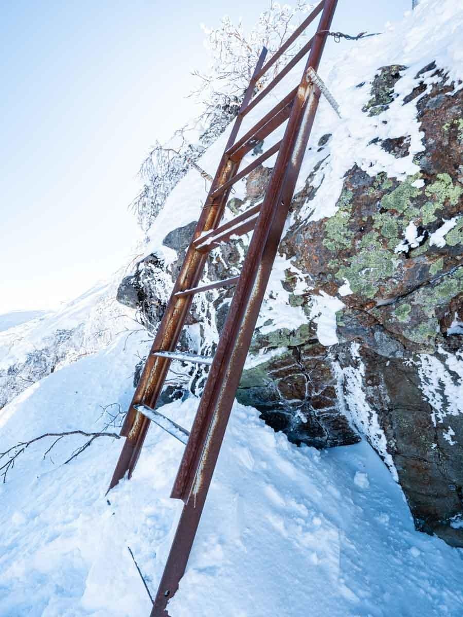 冬の横岳のはしご