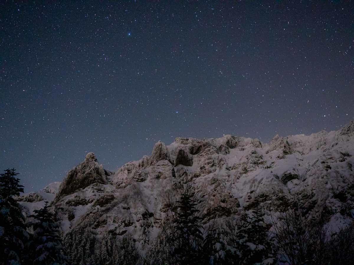 横岳と星空