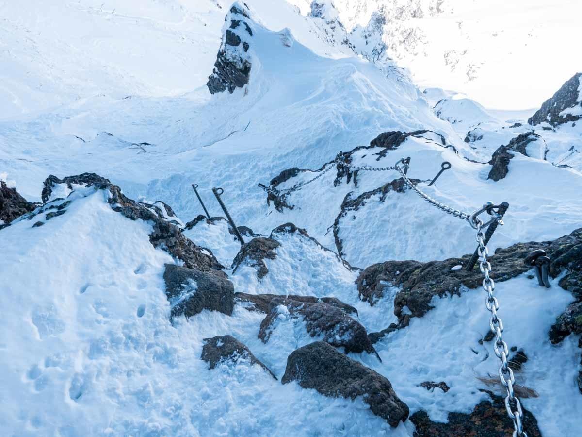横岳鎖と岩場
