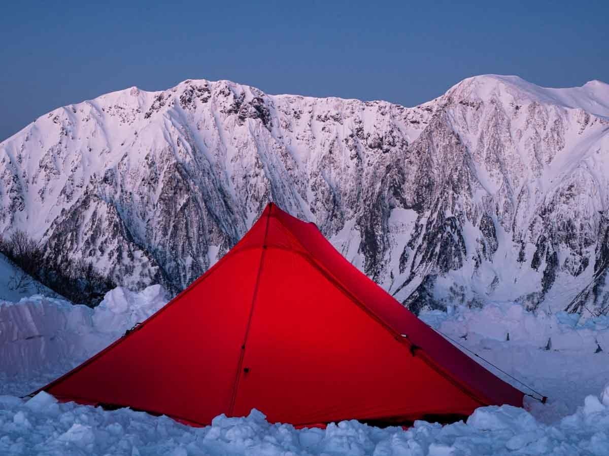 テントと谷川岳