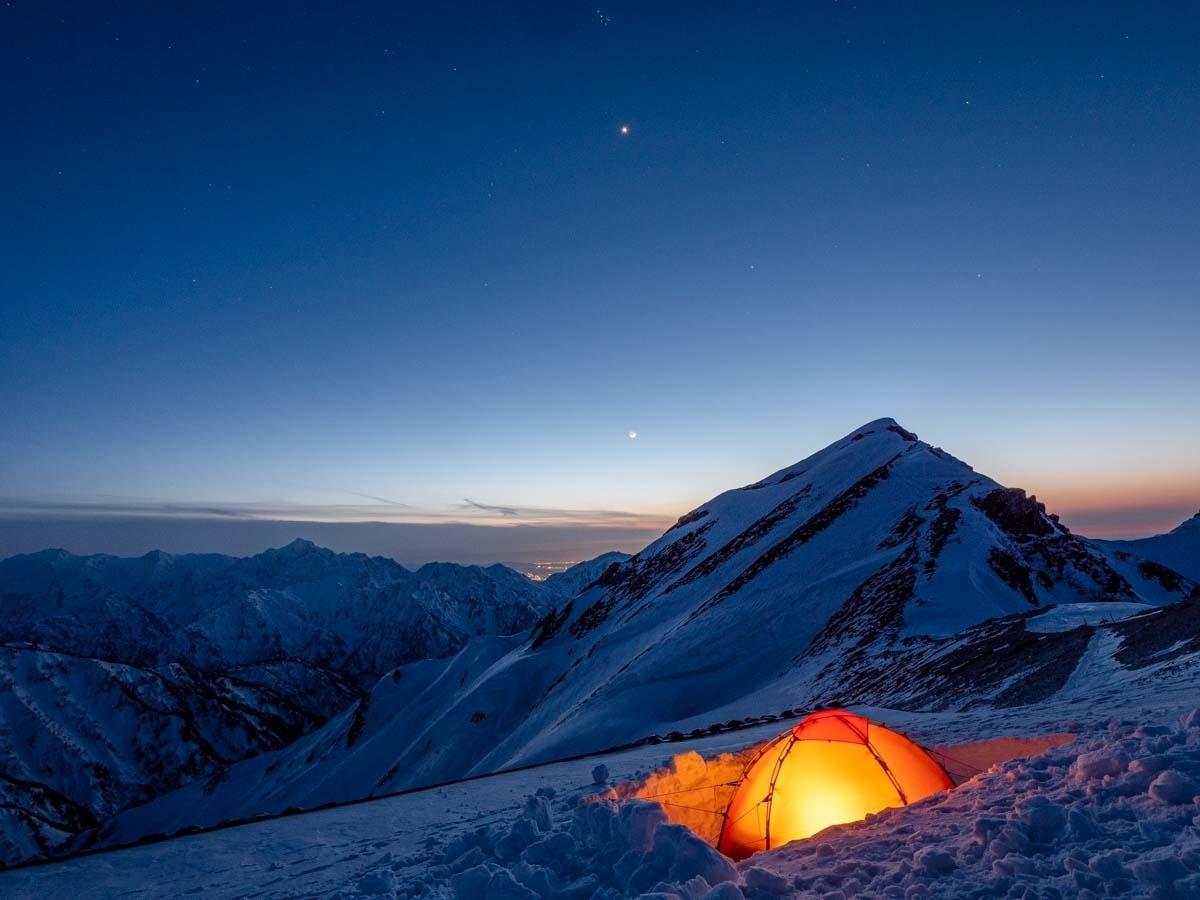 唐松岳とテントとブルーアワー