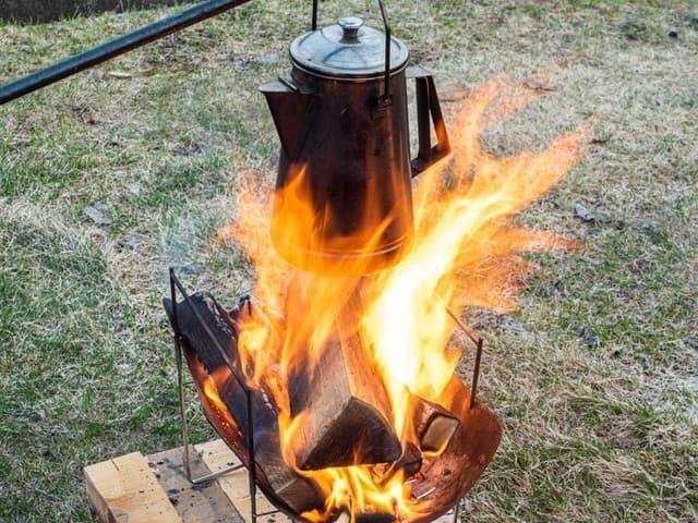 ピコグリルで焚き火をしてケトルを火にかける