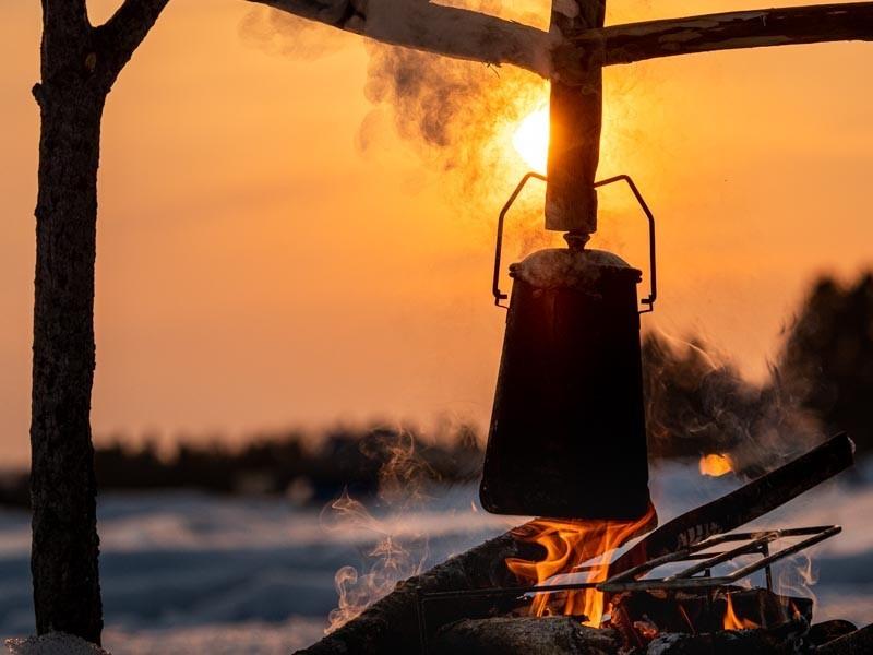 夕陽と焚き火とケトル