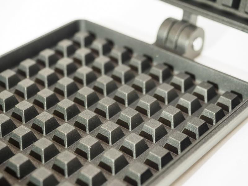 バウルーワッフルトースターの表面加工された凸凹面
