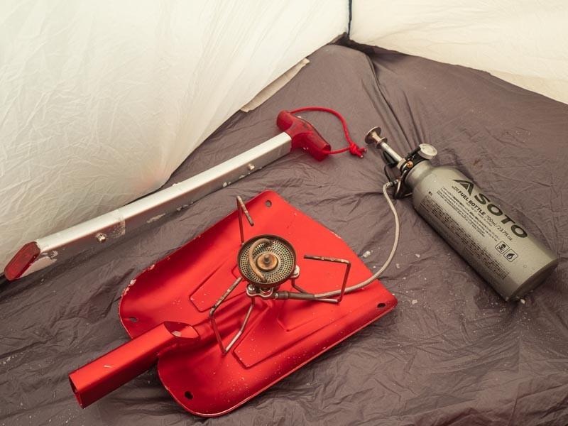 テント内でストームブレイカー」