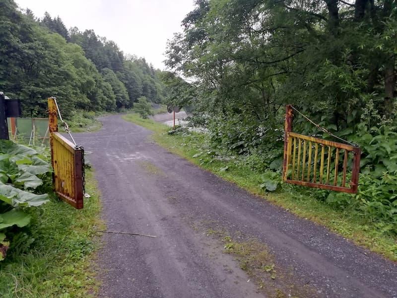 クチャンベツ沼ノ原登山口の層雲峡本流林道ゲート