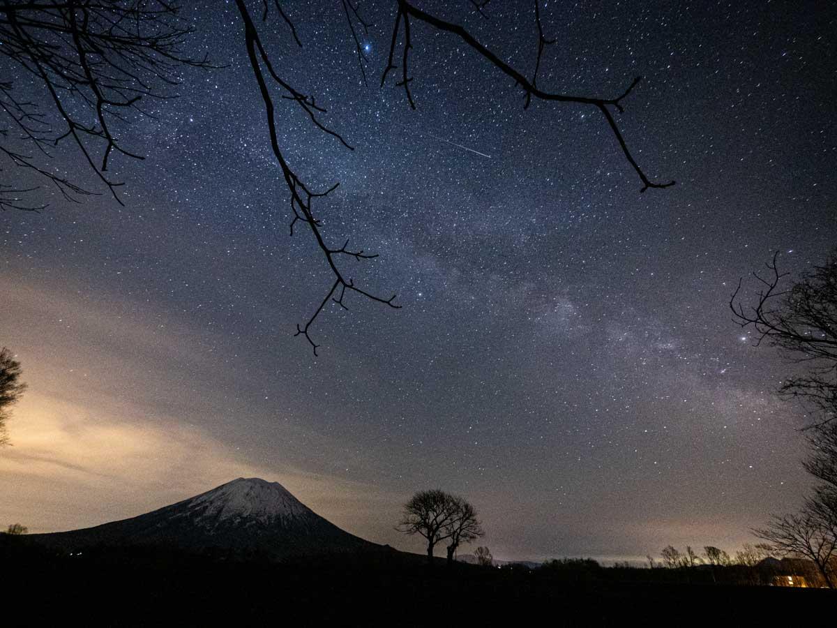 羊蹄山と星空