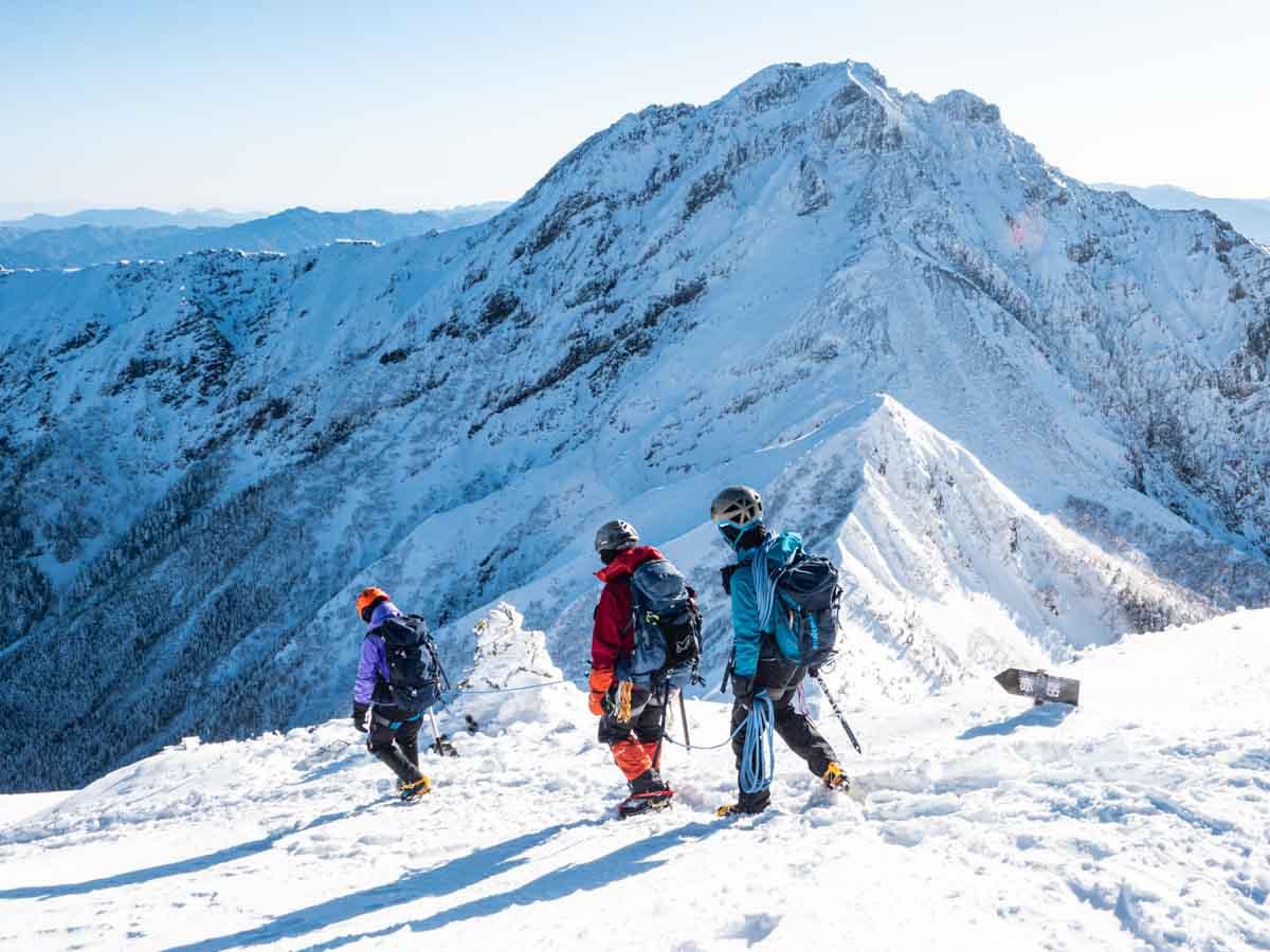 冬山の山岳ガイド