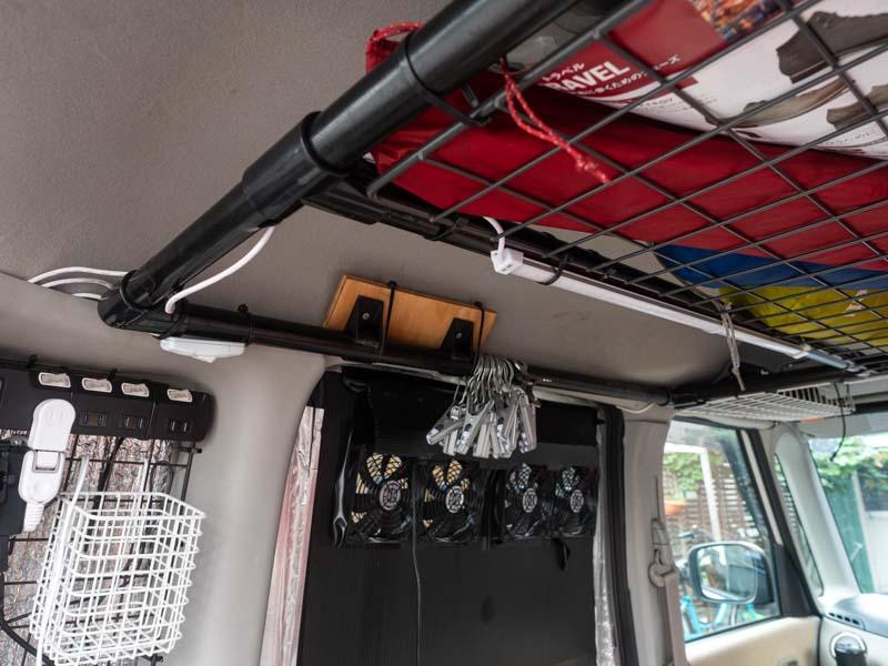 後部座席 扇風機とライト