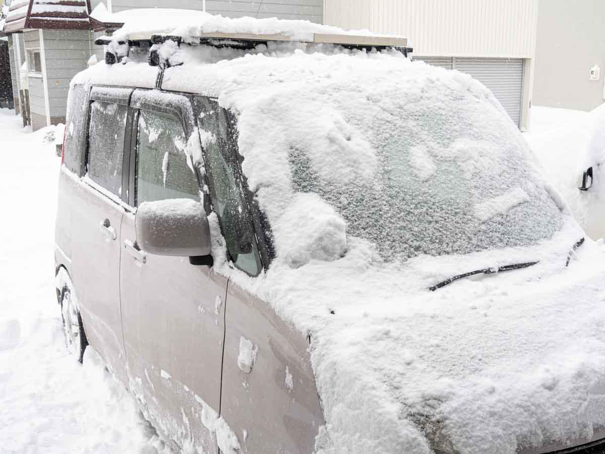 車載ソーラーパネルに積雪