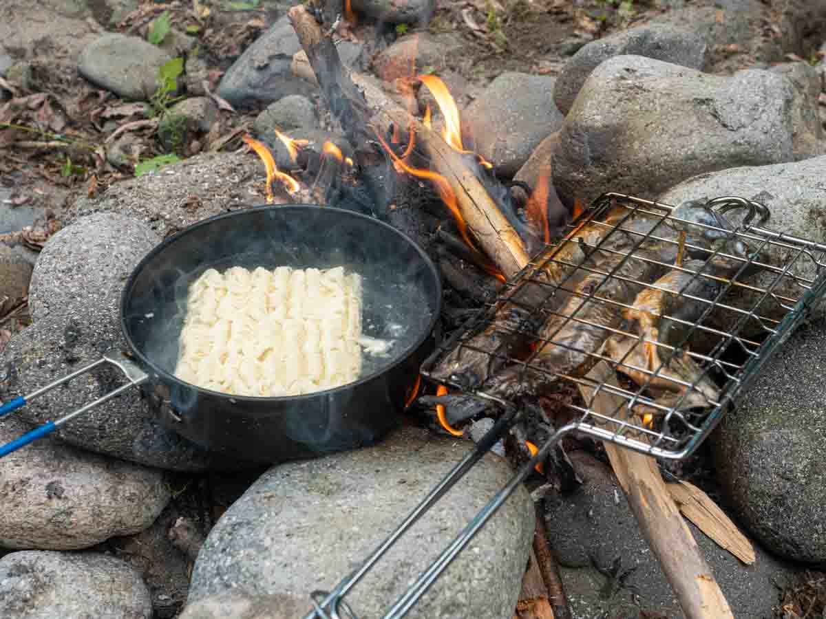 エバニュー ウルトラライトパン16で焚き火