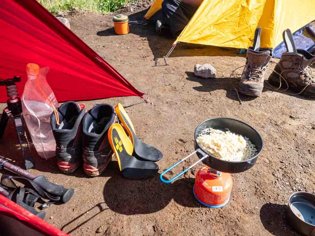 夏山登山でラーメンを作る