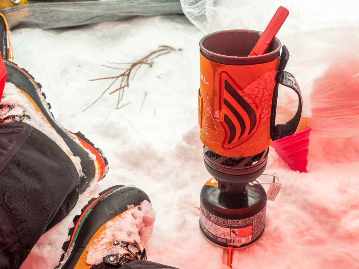 ジェットボイルで雪から水を作る