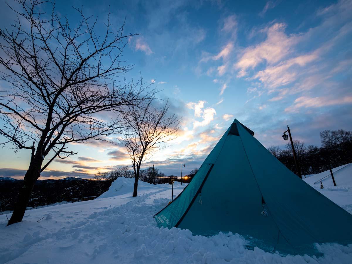 テントと夜景