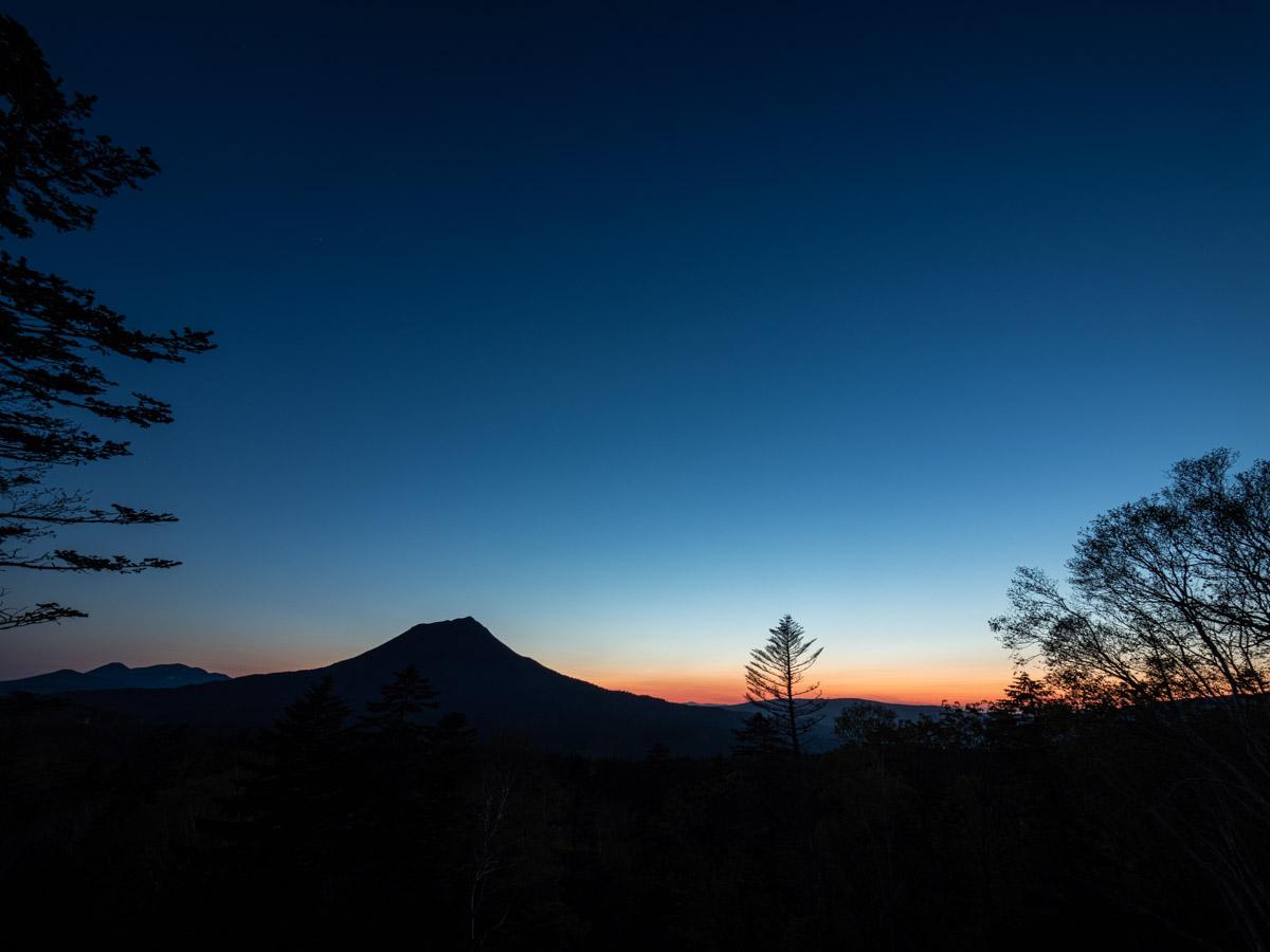 ブルーアワーの山