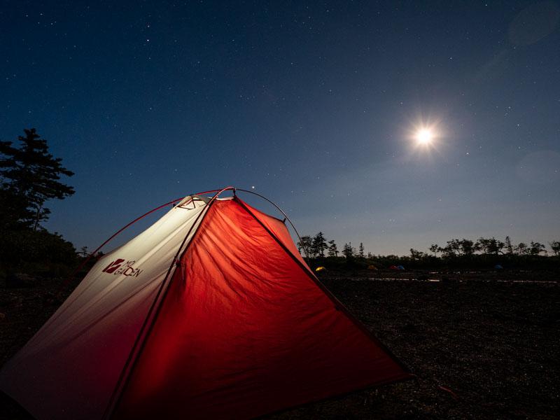 テントと月