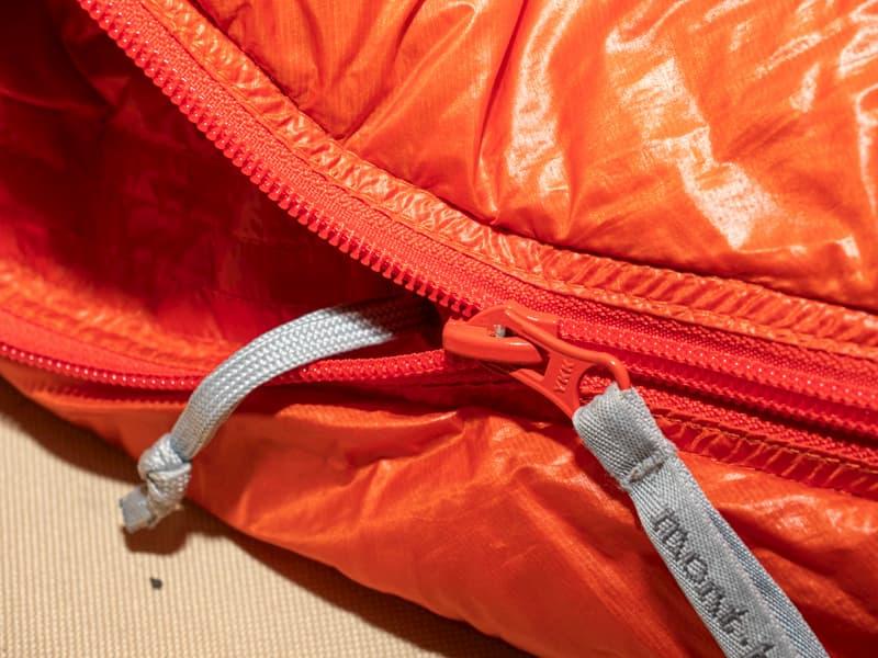 寝袋のジッパー