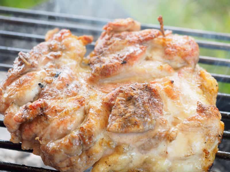 ソロキャンプ 肉を焼いて食べる