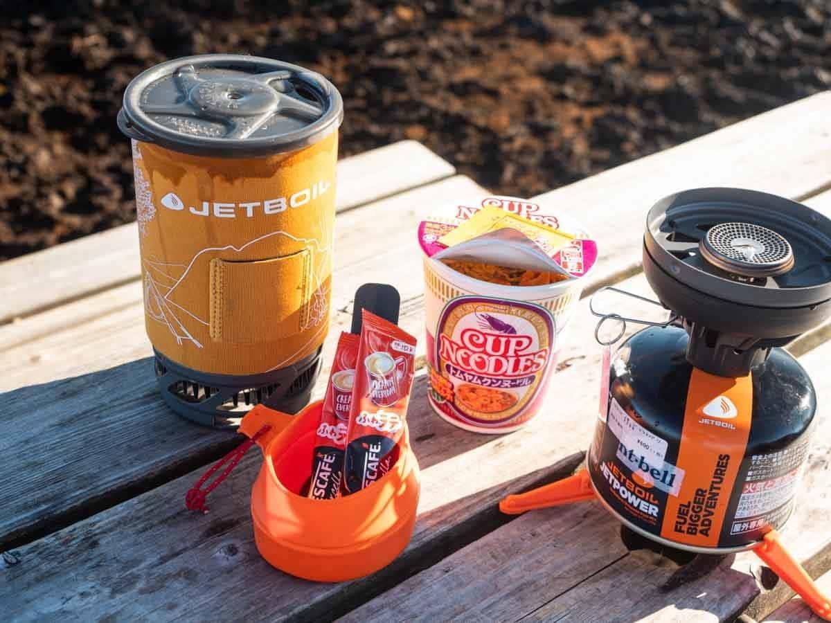 ソロキャンプ お昼ご飯にカップ麺